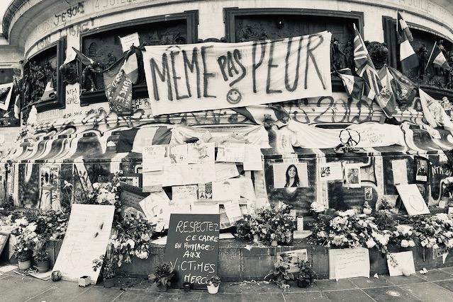 Place de la République, au lendemain du 13 nov. 2015, photo Gérard Colombat.